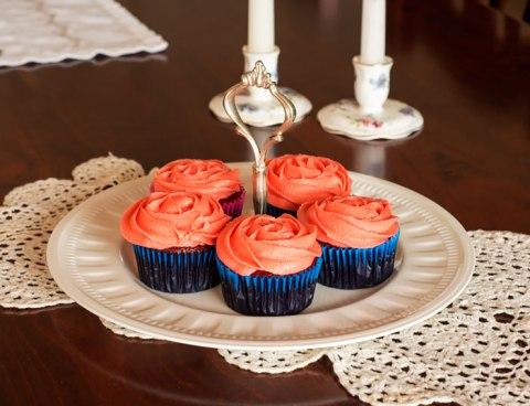 redvelvetcupcakes2.jpg